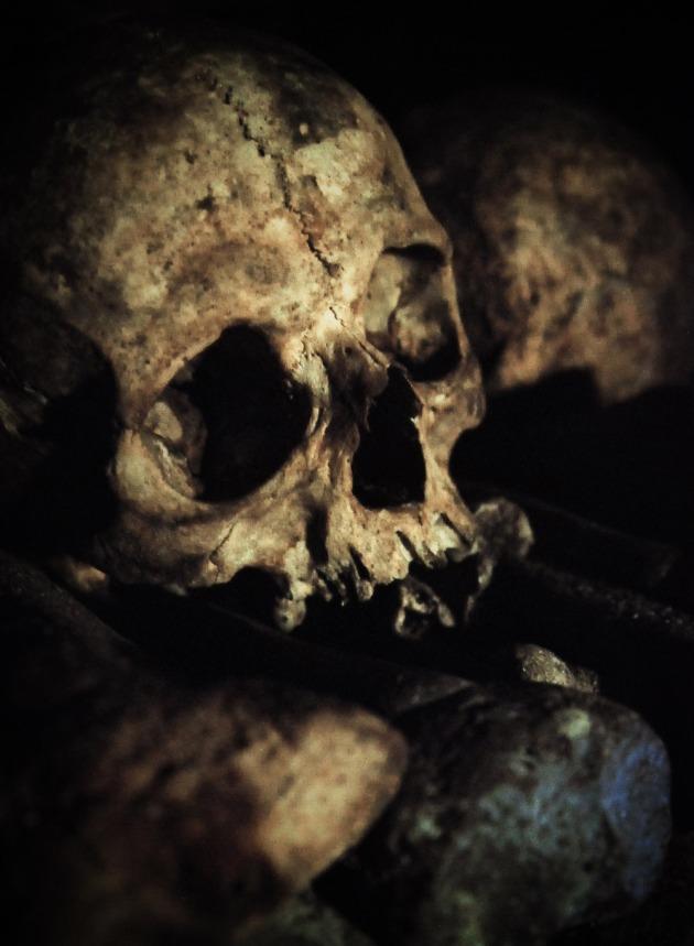 Skull underground in Paris catacombes - ISO 3200